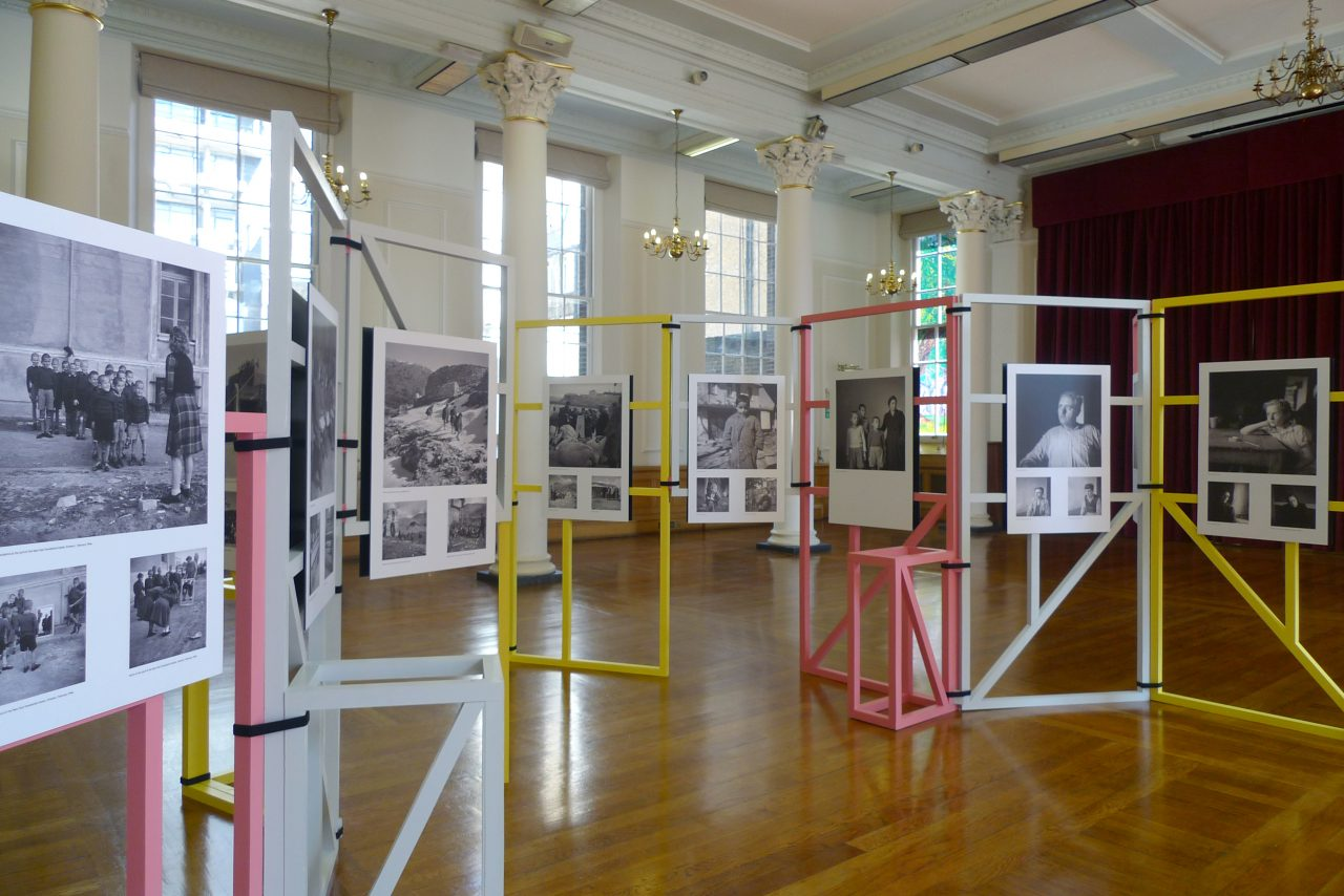 Exhibition Display System : Modular display frames mobile studio architects